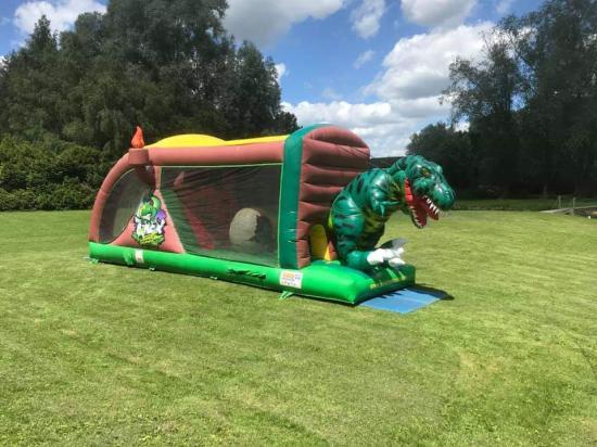 Parcours gonflable Dinosaure 9m