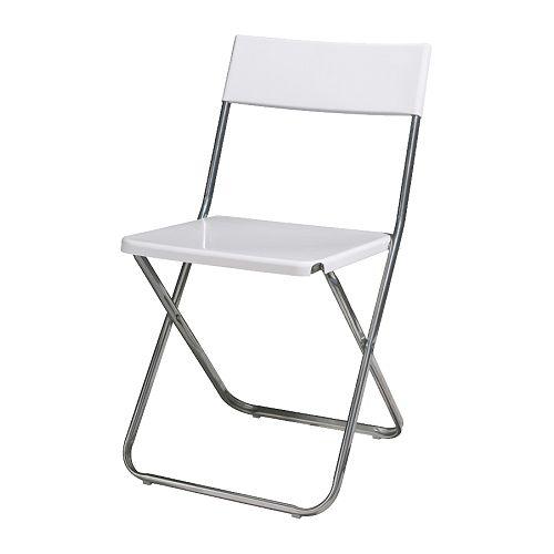 Chaise pliante blanche (120 chaises disponibles).